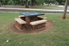 kingfisher_park_picnic_table